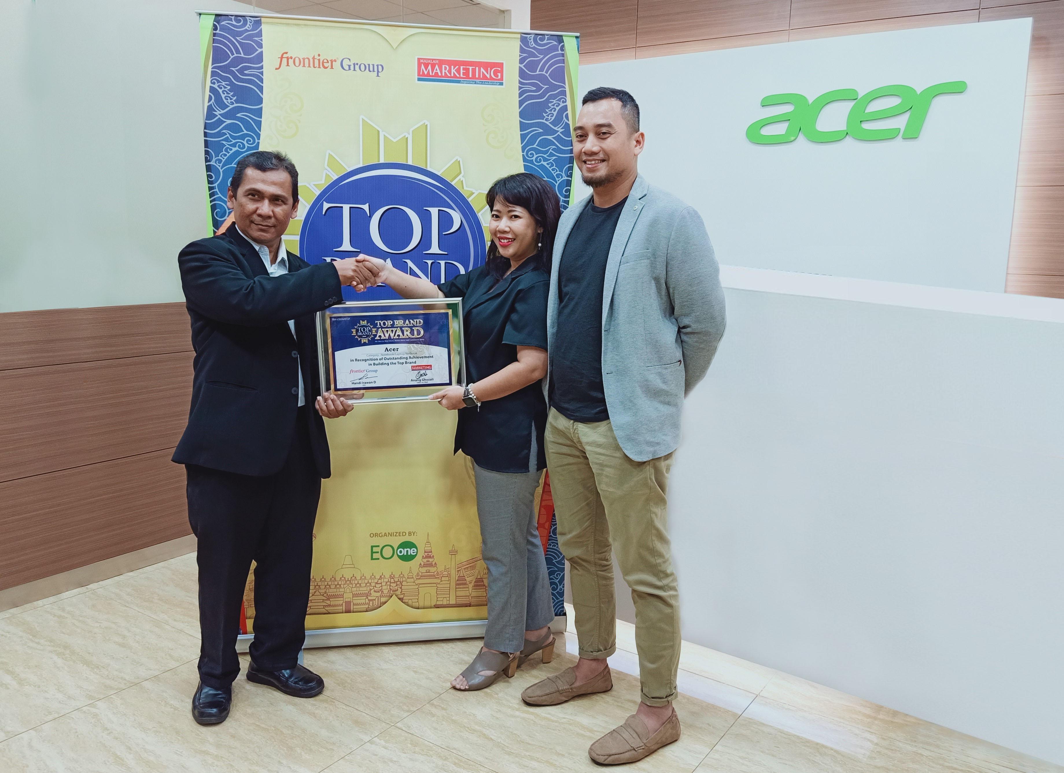 Foto 2 - Top Brand Award 2020 Acer Indonesia - Anang Ghozali, Anandita Puspitasari, Renaldy Felani